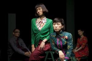 劇団きらら『ぼくの、おばさん』左から2番目が池田美樹(撮影:藤本彦)