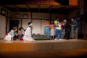 万能グローブ ガラパゴスダイナモス 第20回公演『ひとんちでさよなら』(撮影:藤本彦)
