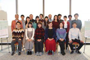 北九州芸術劇場プロデュース「彼の地Ⅱ~逢いたいひ、と。」作・演出の桑原裕子とキャスト