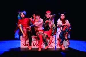 世界劇団『紅の魚群、海雲の風よ吹け』公演写真(第10回せんがわ劇場演劇コンクールで上演)